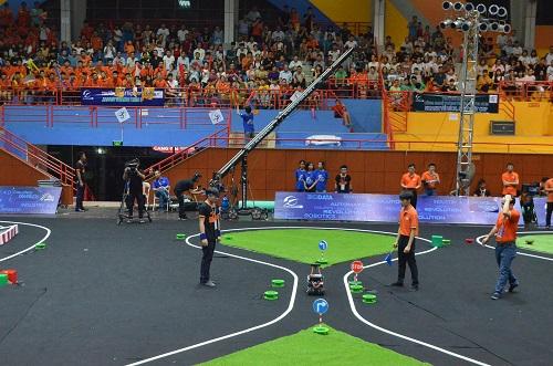 Ngoài tham gia NCKH, sinh viên còn có thể tham gia các sân chơi khác nhau để cùng cọ sát